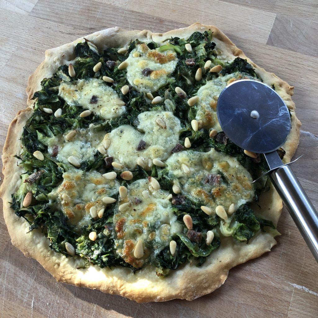 Pizza met andijvie en ansjovis