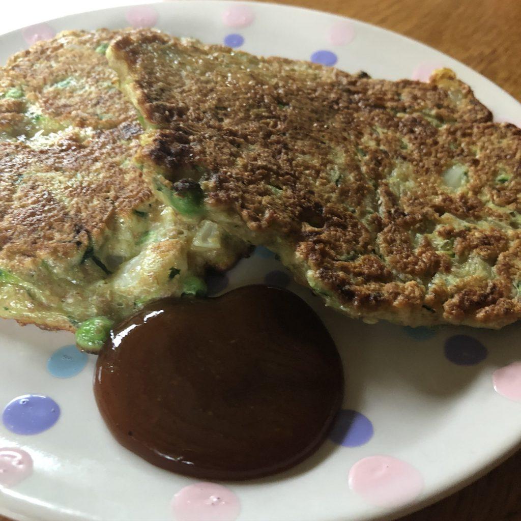 Pannenkoekjes met kruiden courgette en doperwten