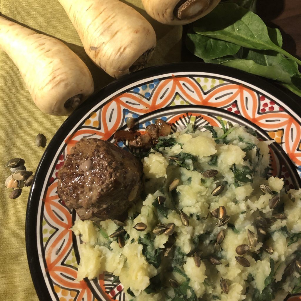 Pastinaakstamppot met spinazie en een gehaktbal